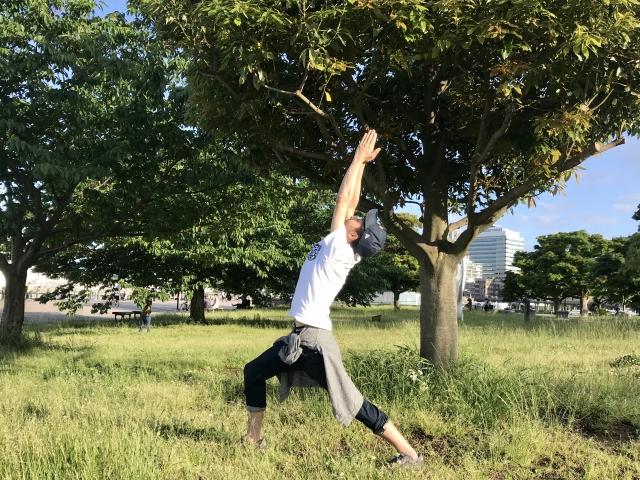 太陽礼拝のやり方と効果 | ヨガの基本
