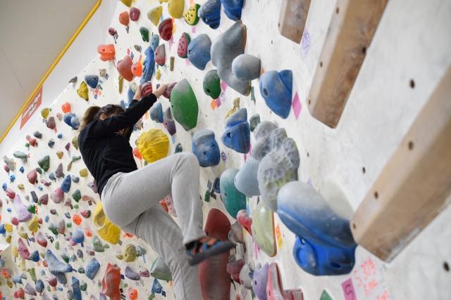 アンダークリングのやり方とコツ | ボルダリングのハンドボールド