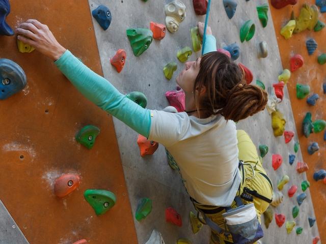 懐を作り足を大きく動かす | ボルダリングの体の動かし方