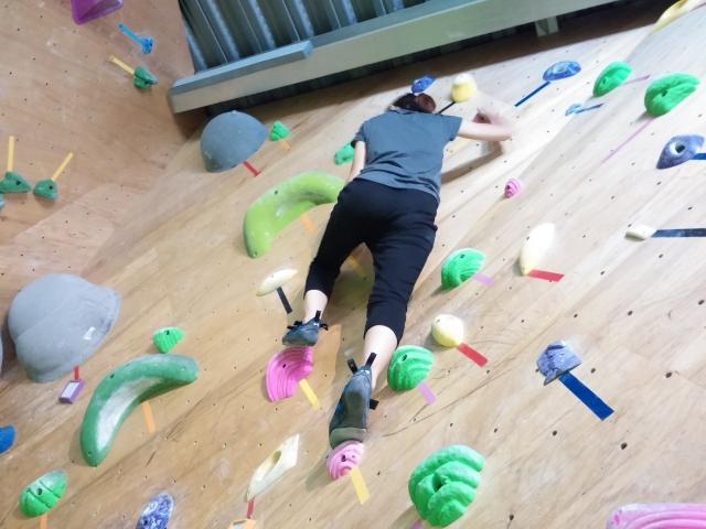 ハシゴを登るように | ボルダリングの体の動かし方