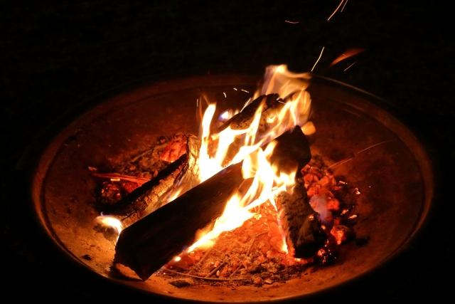 ソロキャンプだからこそおすすめしたい焚き火
