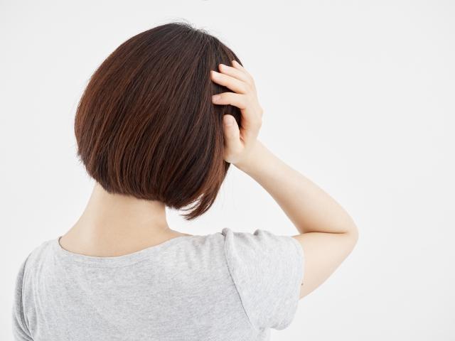 頭痛に効果的なヨガのポーズとは?