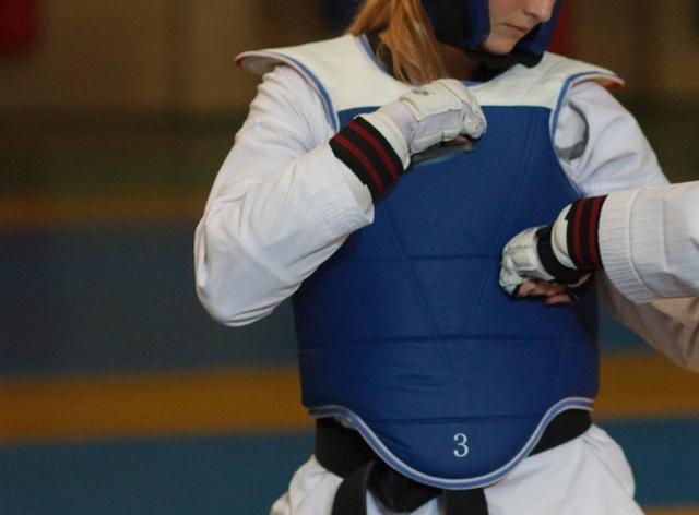 肘(標的)打ちのやり方とコツ | テコンドーが上達する練習方法