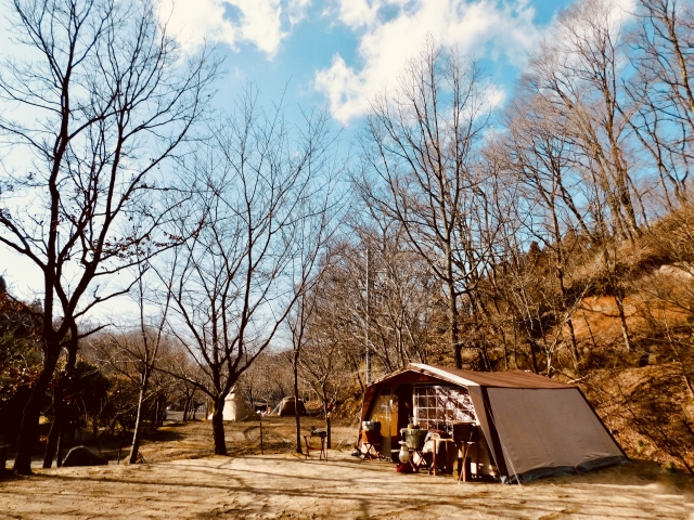 寒い日でも暖かく過ごせるキャンプテクニック キャンプの基本
