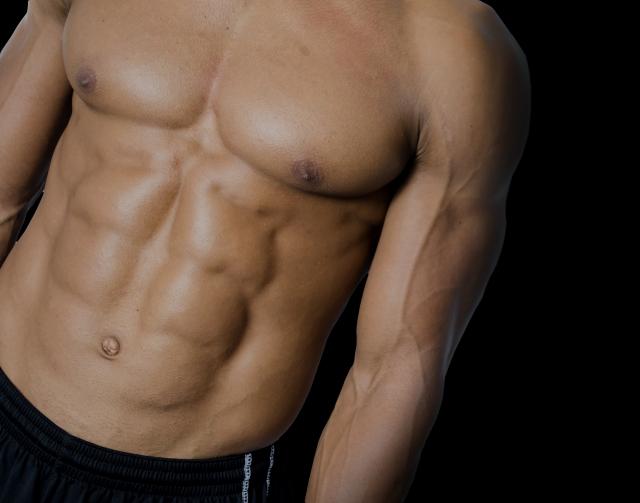 6パックの腹筋を作るには筋トレよりも脂肪を落とす必要がある?