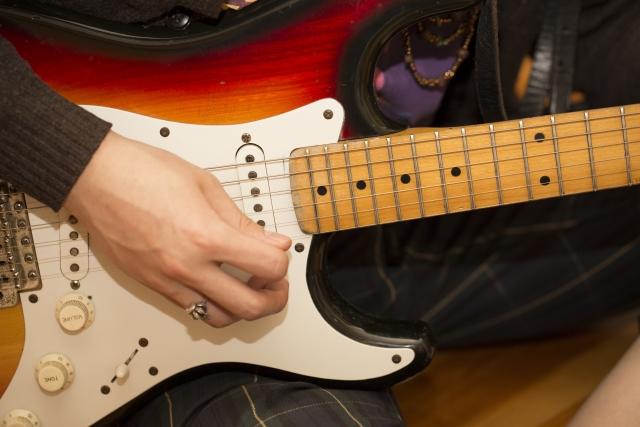 エレキギターのフィンガーピッキングのやり方