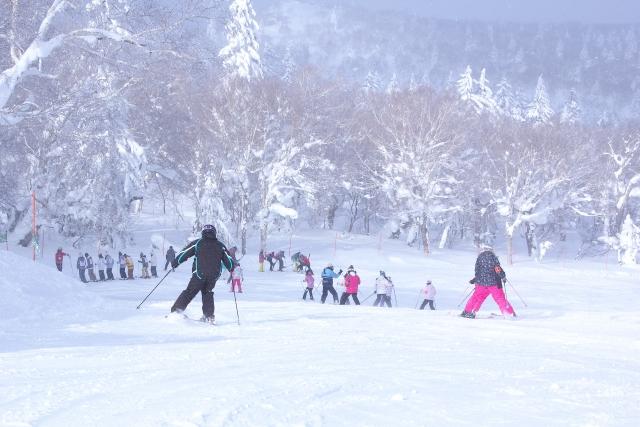 しゃがみターンのやり方   スキーの滑り方