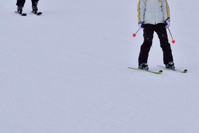 パウダーでのショートターンのやり方   スキーの滑り方
