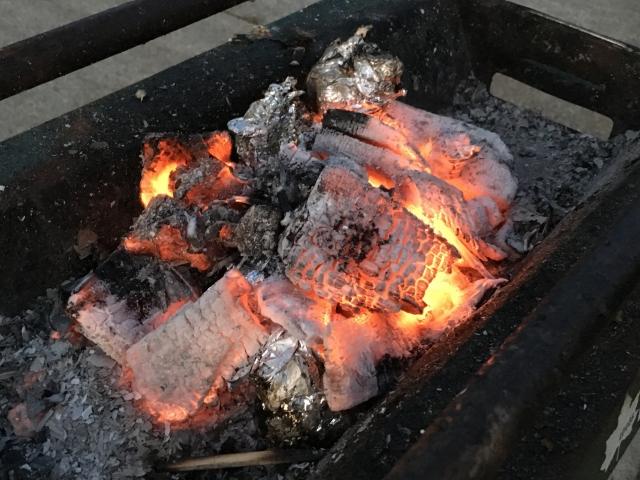 炭火の起こし方 | キャンプ場の基礎知識