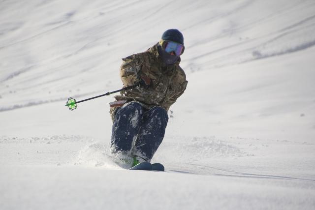 テールジャンプショートターンのやり方 | スキーの滑り方