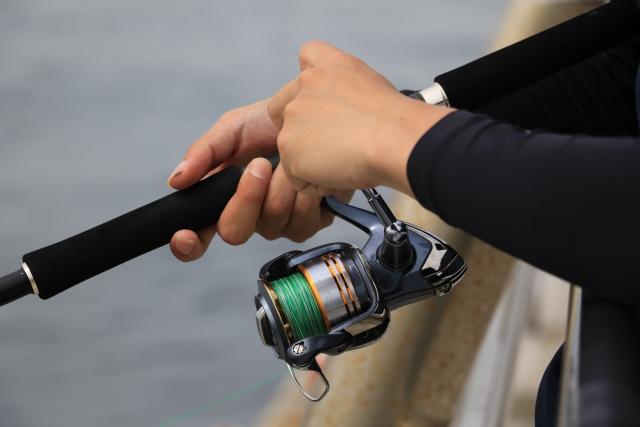 堤防での釣りにおけるトラブル対処法