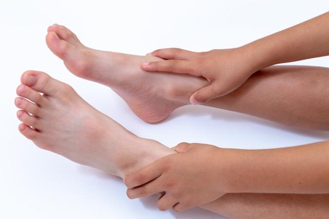 水泳と足をつることの関連性