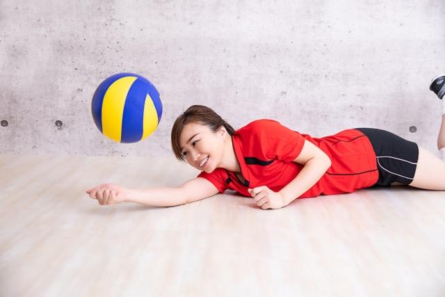 フライングレシーブのやり方とコツ | 趣味のバレーボール