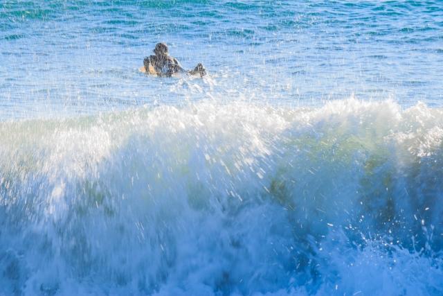 ショートボードのプッシングスルーのやり方とコツ|趣味のサーフィン