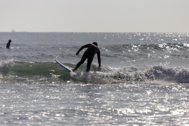 バックサイドで波に乗るコツ   趣味のサーフィン