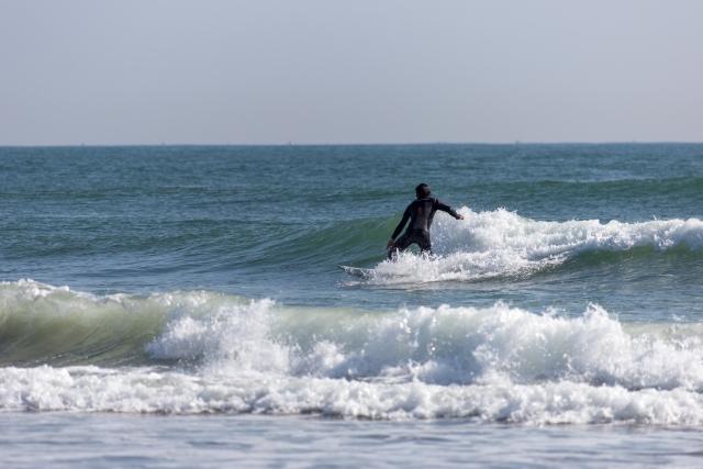 サーフィン初心者が横に滑ることができるようになるには?