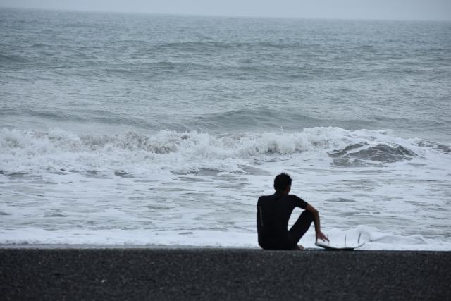 サーフィン初心者のための雨の日の波乗りのポイント