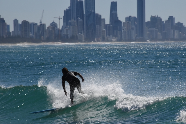 ショートボードのライディングの基本姿勢 | 趣味のサーフィン