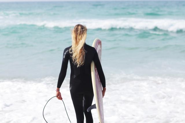 海に入る前に行うべきストレッチ|趣味のサーフィン