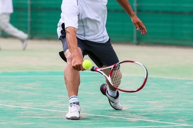 片手持ちバックハンドでのスライスの打ち方 | 趣味のテニス