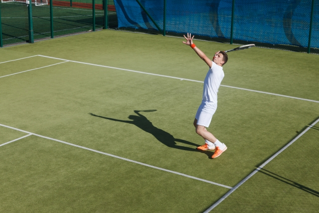 フォアハンドでのハイボレーの打ち方   趣味のテニス