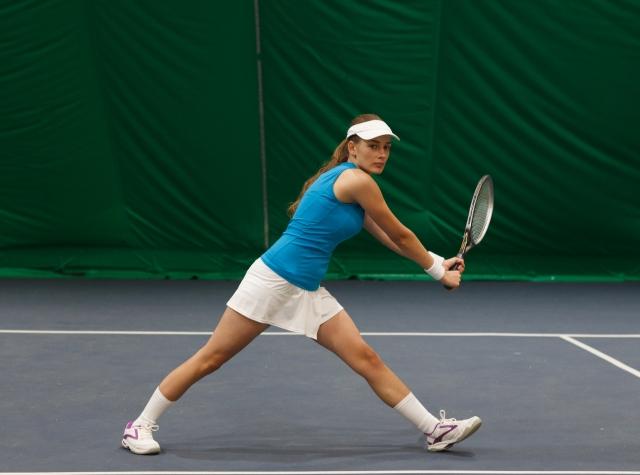 両手持ちバックハンドのフットワーク   趣味のテニス
