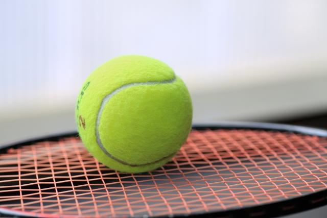 サーブに強い回転をかけるコツ | 趣味のテニス