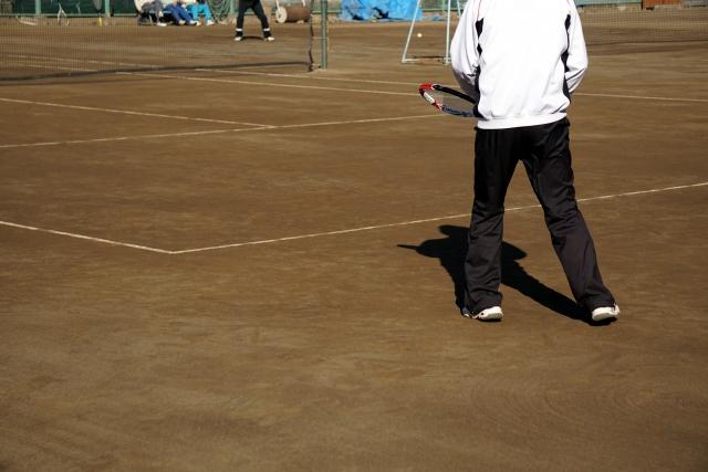 片手持ちバックハンドでのアプローチショットの打ち方   趣味のテニス