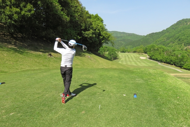 ドライバーのスイングのやり方   ゴルフの様々なショット