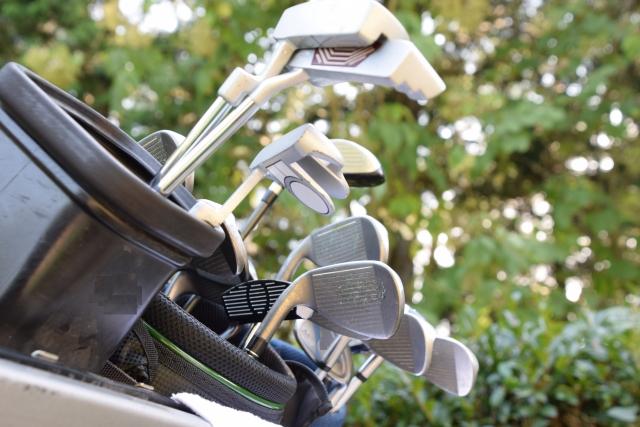 ゴルフキャディバッグの基礎知識と初心者向けの選び方
