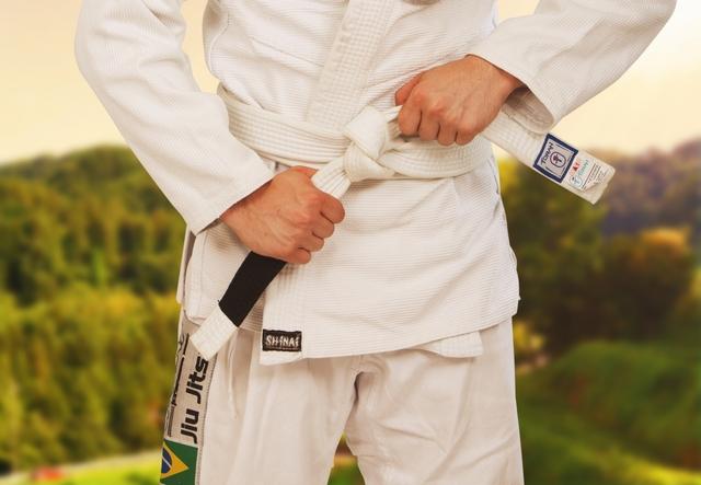 送襟締(おくりえりじめ)の基本|柔道の固技