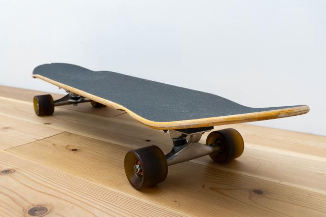 パーツの名称や役割|スケートボードの基本