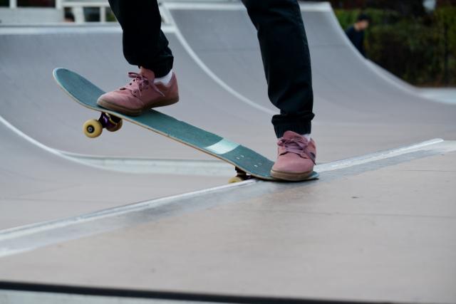 スケートパークの設備|スケートボードの基本