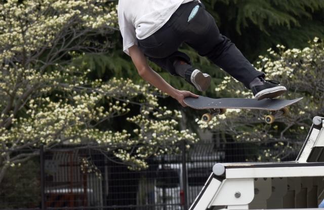 フロントサイド180のやり方|スケートボードのオーリー