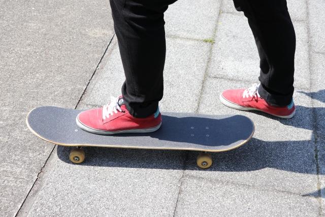 メインスタンスの決め方|スケートボードの乗り方