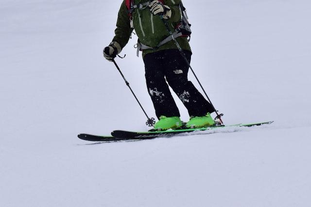 シュテムターンのやり方とコツ|スキーの滑り方