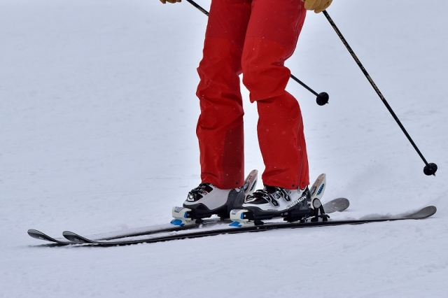 スキーの正しい装着方法|スキーの基本