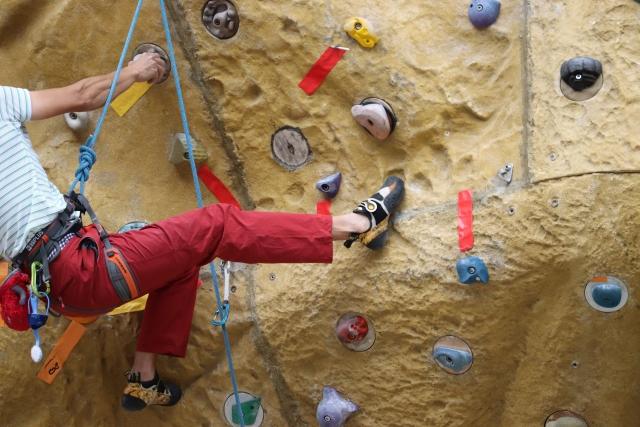 トラバースのやり方 | ボルダリングの体の動かし方