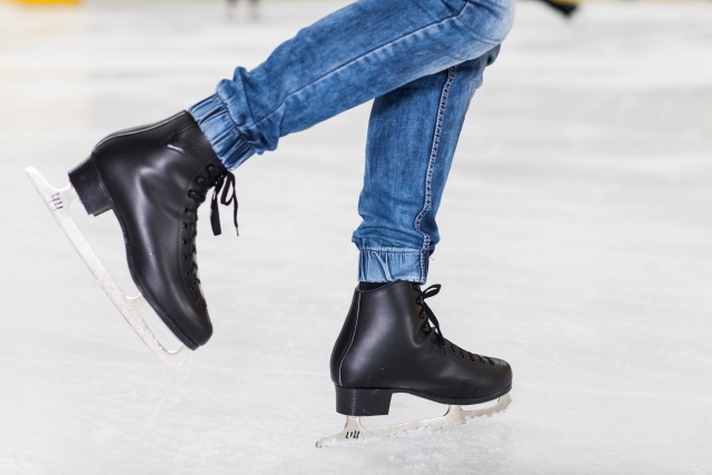 バック滑走のやり方とコツ   フィギュアスケートの基本