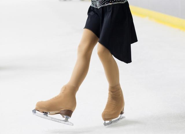 フォアとバックの切り返しのやり方とコツ | フィギュアスケートの基本