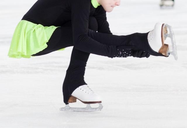 足換えシットスピンのやり方とコツ | フィギュアスケートが上達する練習方法