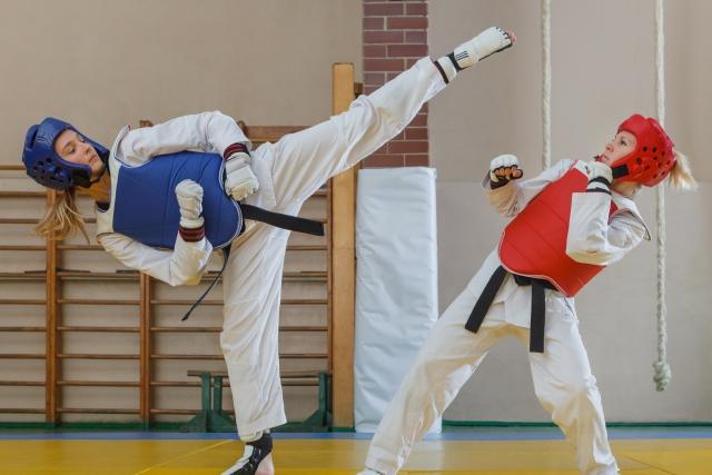 二段連続廻し蹴りのやり方とコツ | テコンドーが上達する練習方法