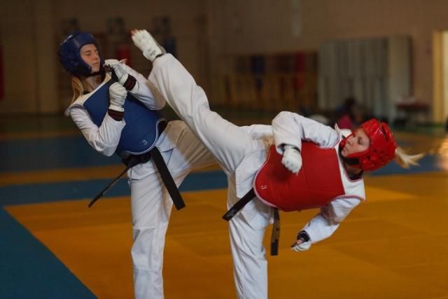 上段廻し蹴りのやり方とコツ | テコンドーが上達する練習方法