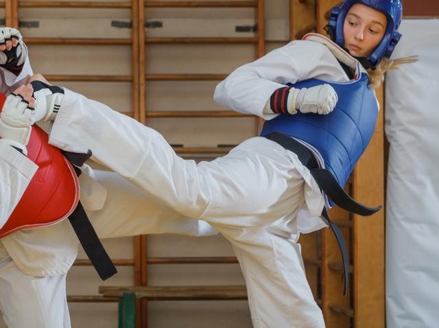 飛び前蹴りのやり方とコツ | テコンドーが上達する練習方法