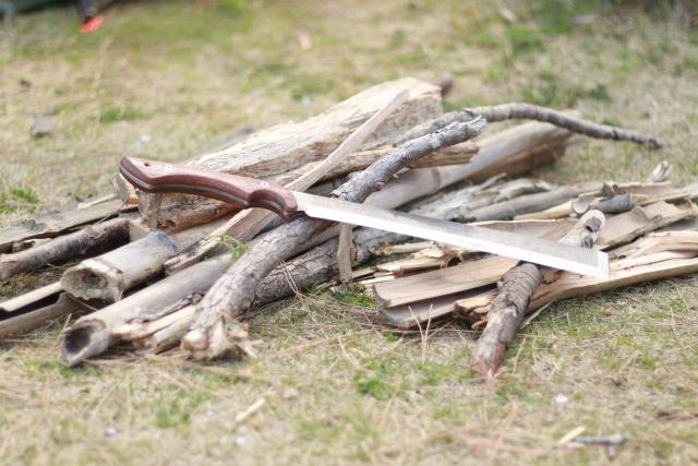 薪の扱い方・組み方|キャンプの基本
