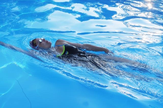 背泳ぎのキック | 趣味の水泳