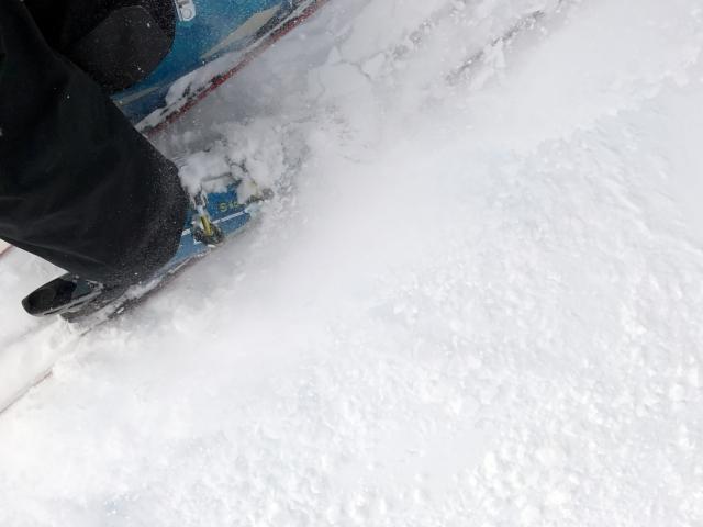 後ろ向きでスキーを滑るポイント